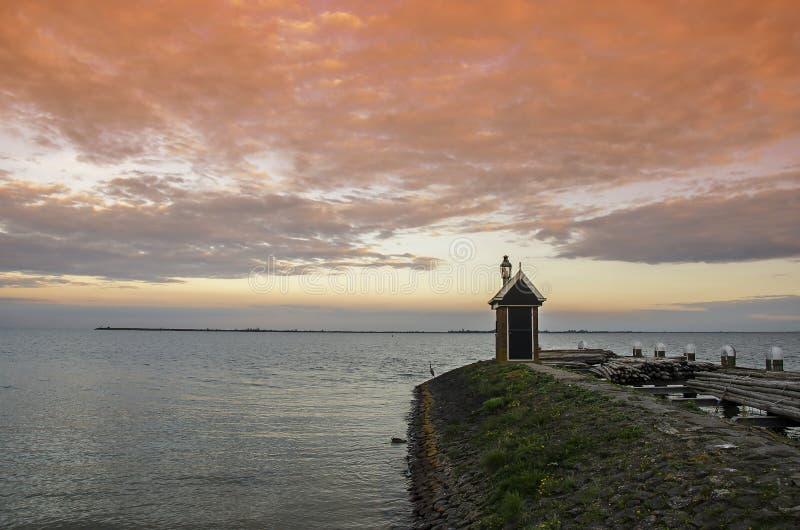 Twilikh on lake,荷兰,沃伦丹,日落 免版税库存照片