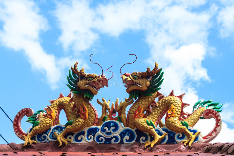 Download Twin Dragon On The Roof Royalty Free Stock Image - Image: 26635356