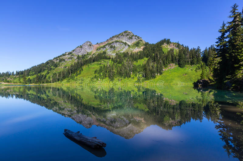 Twin lake. S in Mt.Baker Recreational Area,Washington, USA stock images