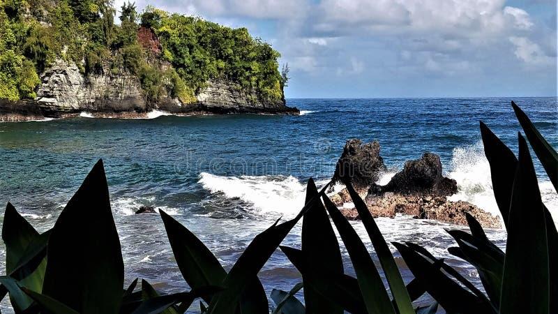 Twin Rocks w zatoce Onomea, Hawaje zdjęcie stock