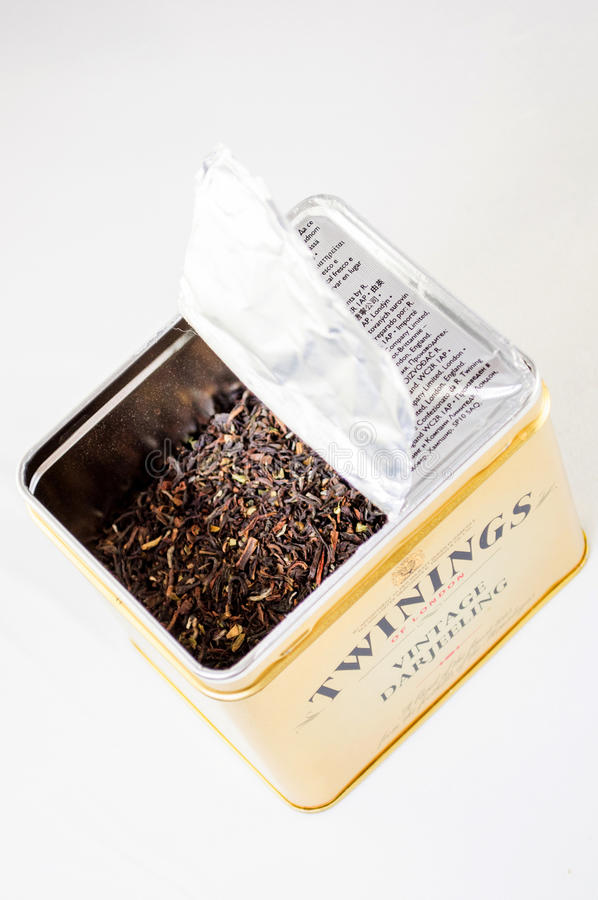 Twinnings葡萄酒大吉岭被打开的茶箱子 库存照片