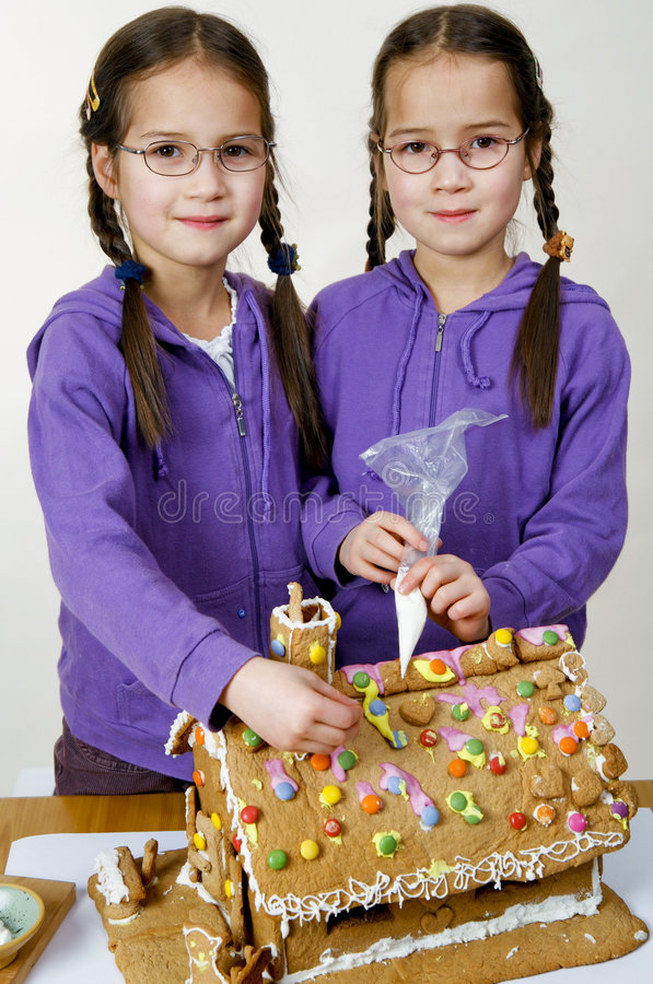 Free Twins Decorating Royalty Free Stock Photos - 7976048