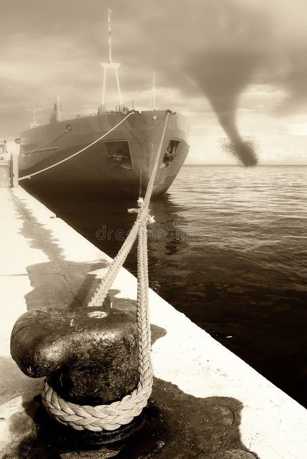 Twister in de haven royalty-vrije stock afbeeldingen