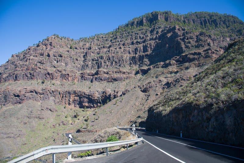 Twistyweg in bergen in Gran Canaria stock foto's