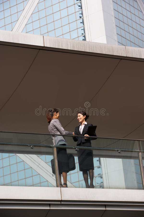 Two Businesswomen Shaking Hands Royalty Free Stock Photography