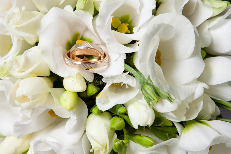 Wedding Rings On Beautiful Bouquet Of White Freesias Royalty Free Stock Images