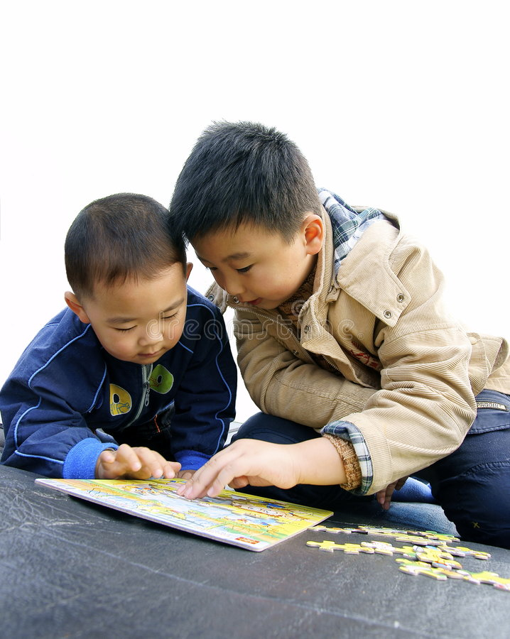 Free Two Kids Playing Jigsaw Stock Photos - 7106563