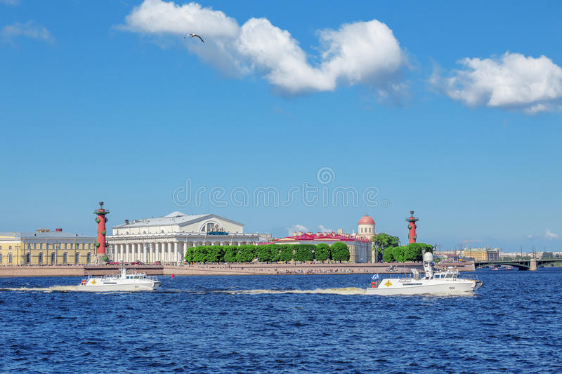 Two patrol boats of the commander-in-chief of the Navy pass by the spit of Vasilyevsky island. SAINT-PETERSBURG, RUSSIA - JULY 23, 2017: Two patrol boats of the stock images