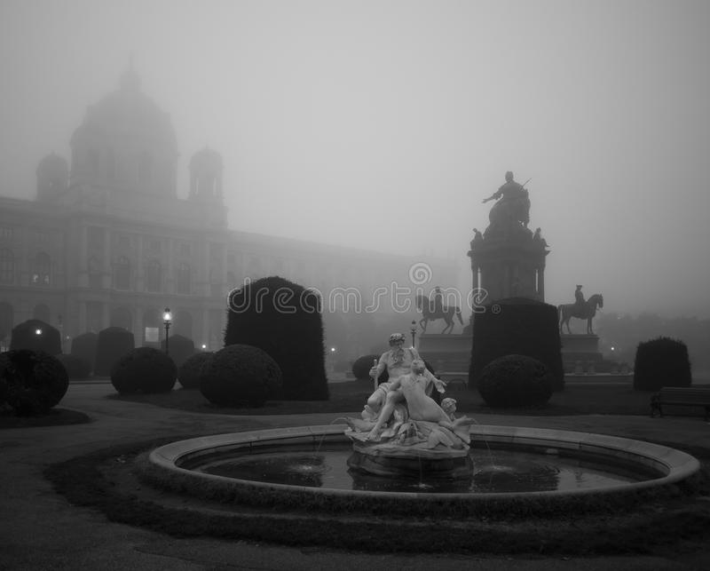 Two People Statue over Fog royalty free stock photos