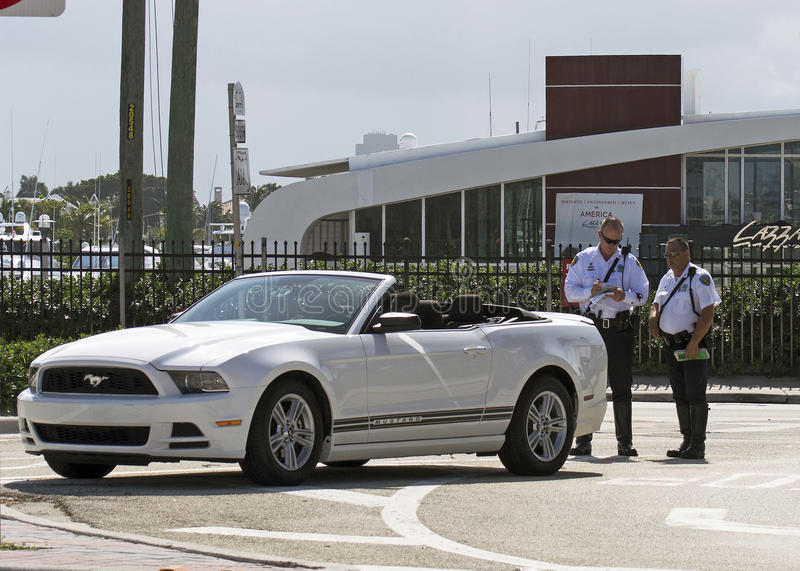 Download Two Policemen On Duty Giving A Traffic Ticket Editorial Photography - Image: 31629647