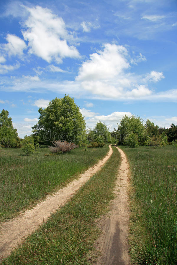 Two-track Schotterweg im Land stockfotografie