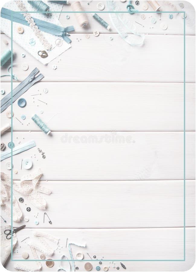 Tworzenie odzieżowy i produkty robić tkanina tło domowy craftsmanship Płaska zasłona, narzędzia i materiały dla cre, zdjęcia stock