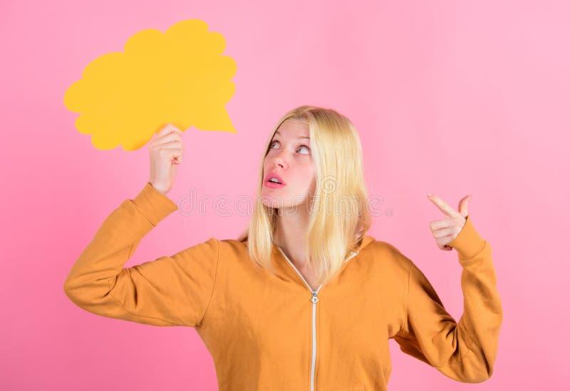 Tworzy pomysł Myśli rozochocona urocza kobieta Pomysłów i myśli kopii przestrzeń Pomysł i inspiracja Pomysł i obraz stock