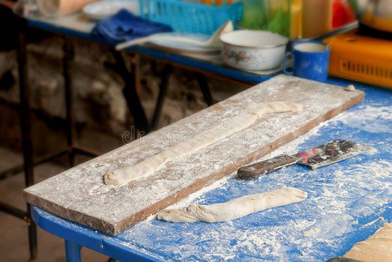 Tworzy robić smażącemu doughstick w śniadaniu zdjęcia royalty free