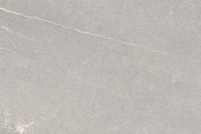 Txture do cinza envelheceu a folha de papel, manchas da sujeira, pontos, enrugamento, contexto do vintage do grunge foto de stock