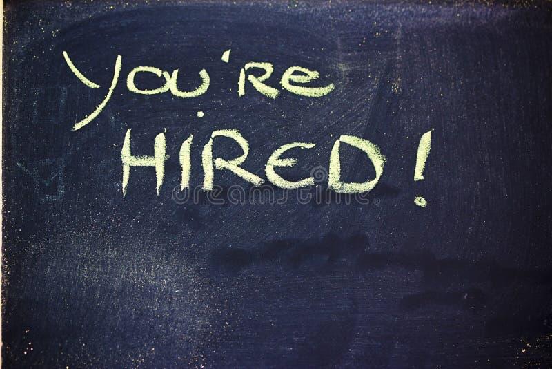 Ty jesteś zatrudniającym wiadomością na chalkboard zdjęcie royalty free