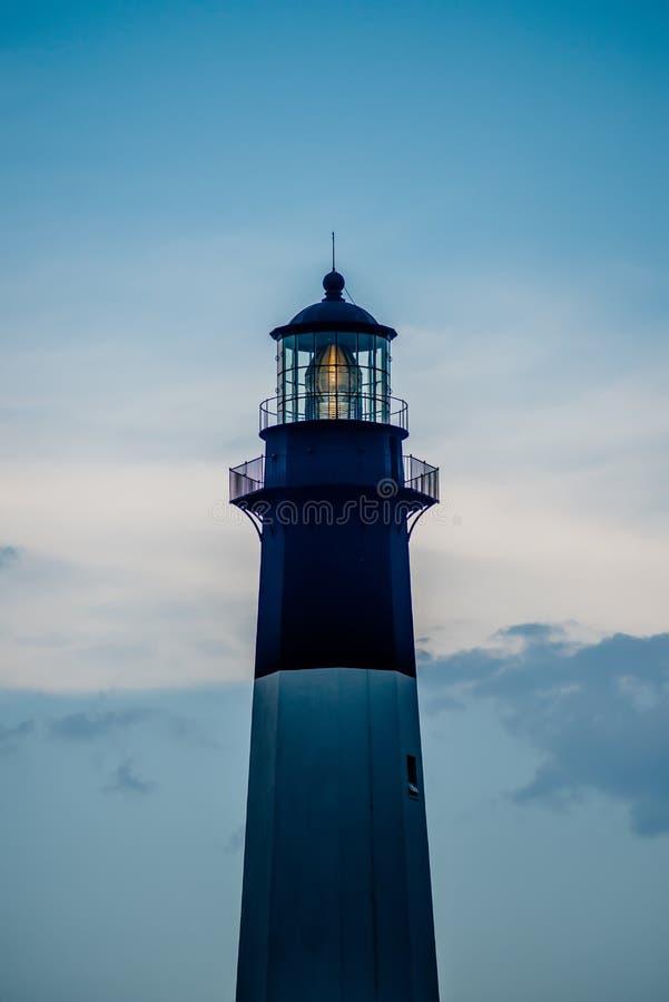 Tybee Island Light con l'avvicinamento della tempesta immagini stock