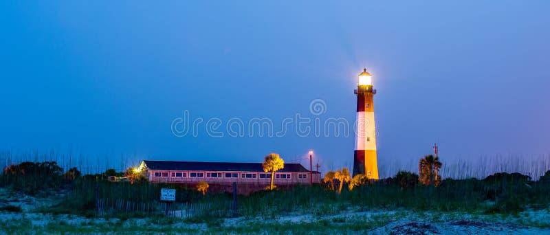 Tybee Island Light con l'avvicinamento della tempesta immagine stock