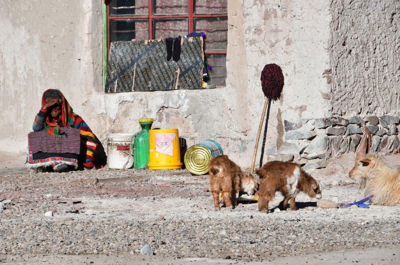 Tybet, Chiny, Czerwiec, 11, 2018 Budowa w małej wiosce Yakra w lecie fotografia royalty free