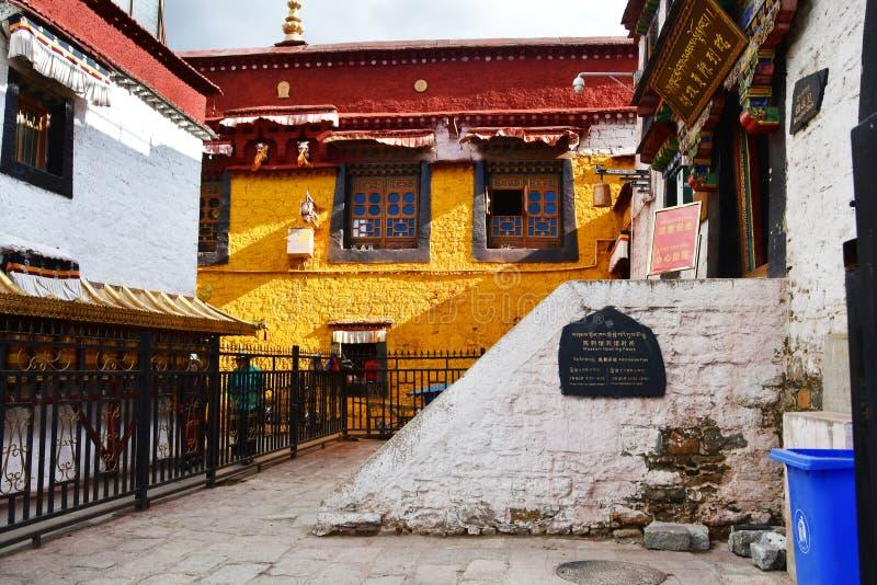Tybet, Lhasa, Chiny, Czerwiec, 02, 2018 Nangze Shak pokazu Hall dom szlachetna rodzina z 600 rok historia na Barkor stree obrazy royalty free