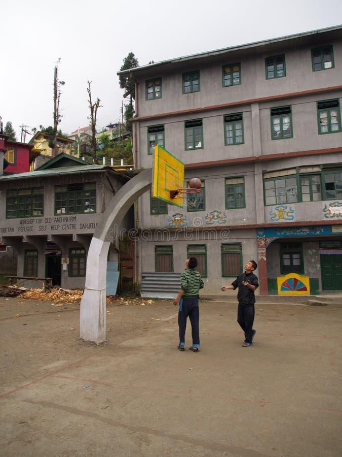 Tybetańscy uchodźców dzieci od Tybet w uchodźcy centrum Darjeelin zdjęcia stock
