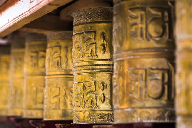 Tybetański buddyjski modlenie toczy wewnątrz Ladakh, India obrazy royalty free