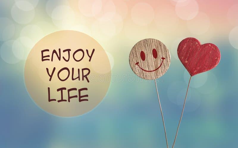 Tyck om ditt liv med hjärta och le emojien royaltyfri bild