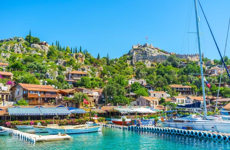 Tyck om semesterorten på den Kekova fjärden, Turkiet royaltyfri bild