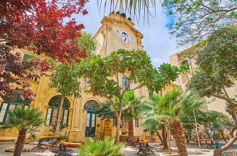 Tyck om trädgården i borggård av slotten för Grandmaster` s, Valletta, royaltyfria foton