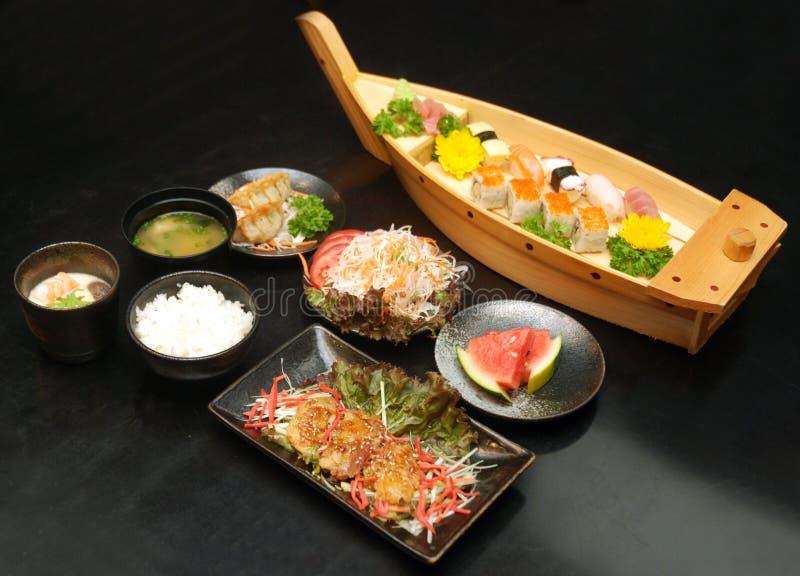 Tycka om den japanska sushi i Ho Chi Minh City, Vietnam royaltyfria foton