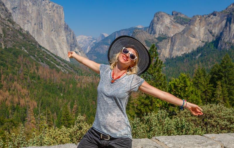 Tycka om den Tunnerl sikten Yosemite arkivfoton