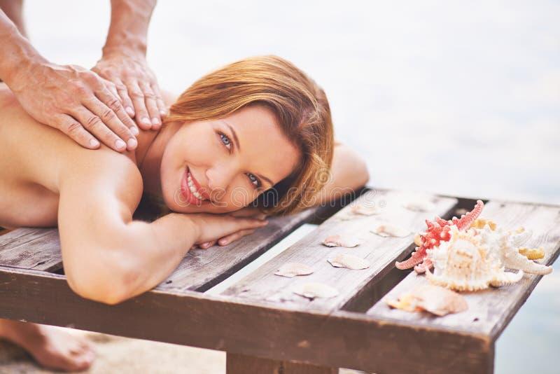 tycka om massage fotografering för bildbyråer