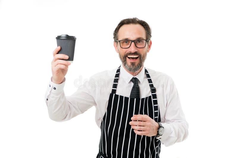 Tycka om nytt kaffe Inspirerat med koppen av nytt kaffe affären går Lycklig skäggig kopp för kaffe för manhållpapper royaltyfri bild