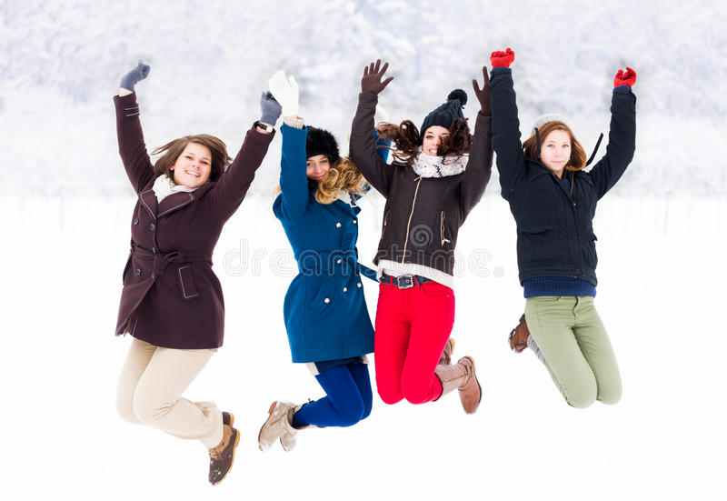Tycka om vinter med vänner royaltyfri foto