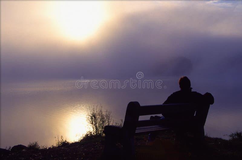 tycker om den fridsamma lakemanmorgonen royaltyfri fotografi