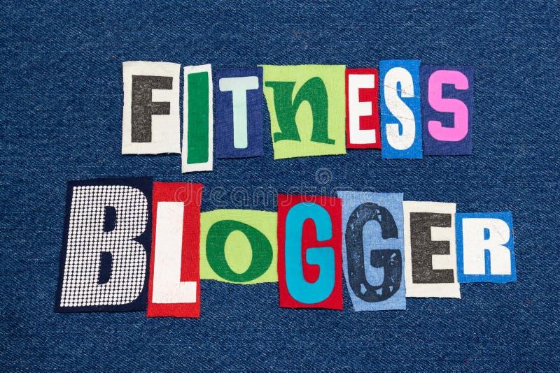 Tyg för collage för ord för KONDITIONBLOGGERtext färgrikt på blå grov bomullstvill, hälso- och konditionbloggar och blogging royaltyfri foto