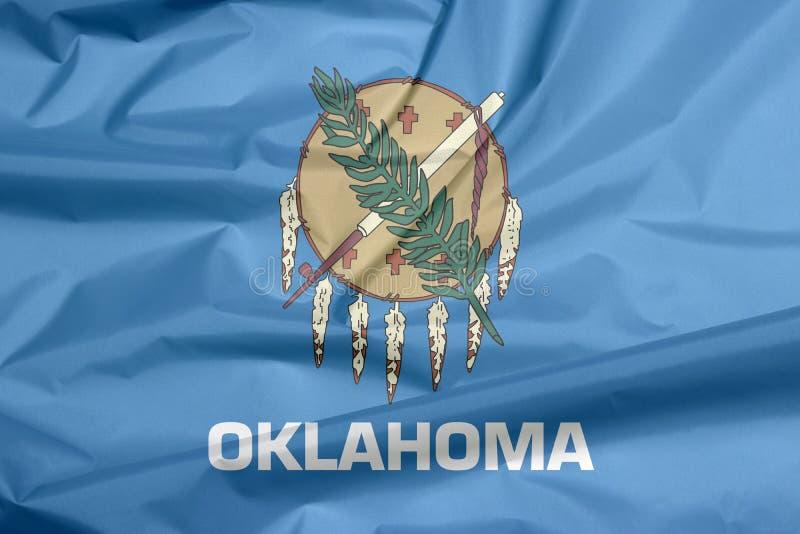 Tygflagga av Oklahoma Veck av Oklahoma flaggabakgrund arkivbild