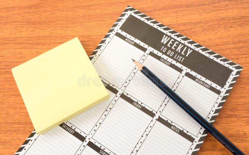 Tygodniowa Todo lista z papieru ołówkiem i notatką obraz royalty free