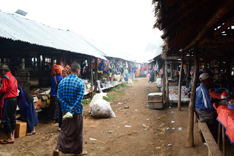 Tygodniowy rynek Thaung Tho wioska Inle jezioro Myanmar zdjęcie stock