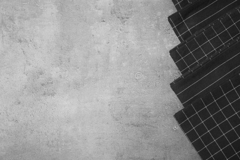 Tygservetter och utrymme för text på grå bakgrund royaltyfri foto