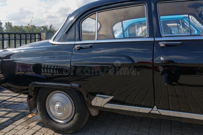 Tylna część czarny samochód GAZ-21 Volga zdjęcia royalty free