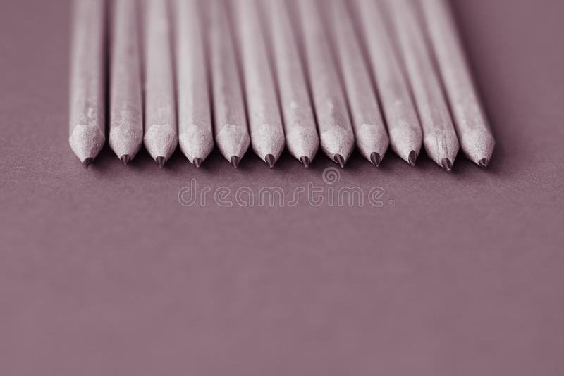 tylna szkoły Ołówki na koloru papieru tle z kopii astronautyczny używać jako sztuka, rysunek, kreślący, pisać minimalnym pojęciu obraz royalty free