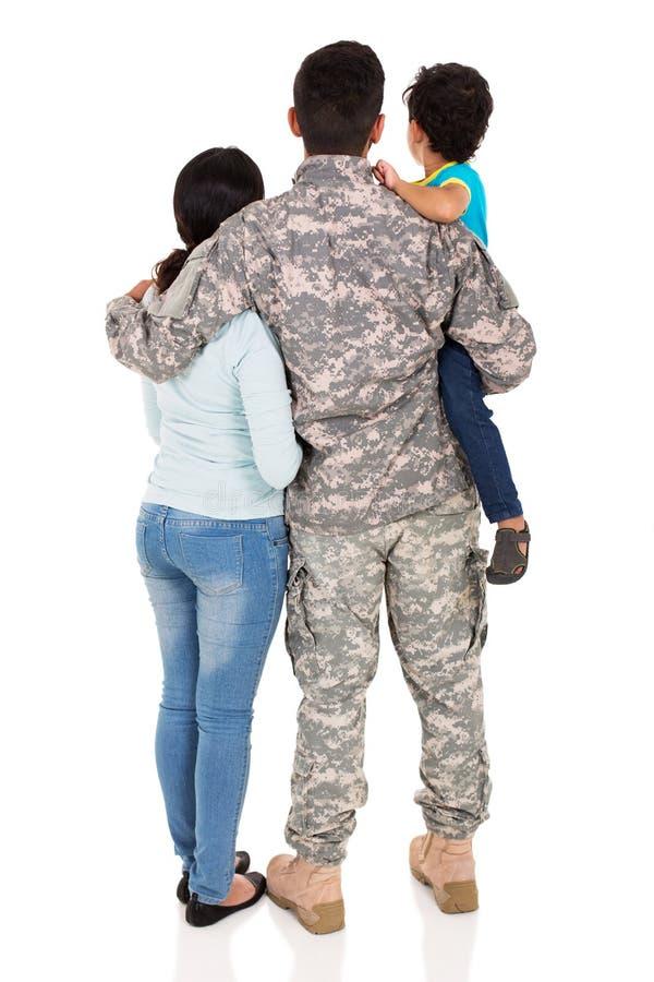 Tylna widoku wojskowego rodzina obraz royalty free