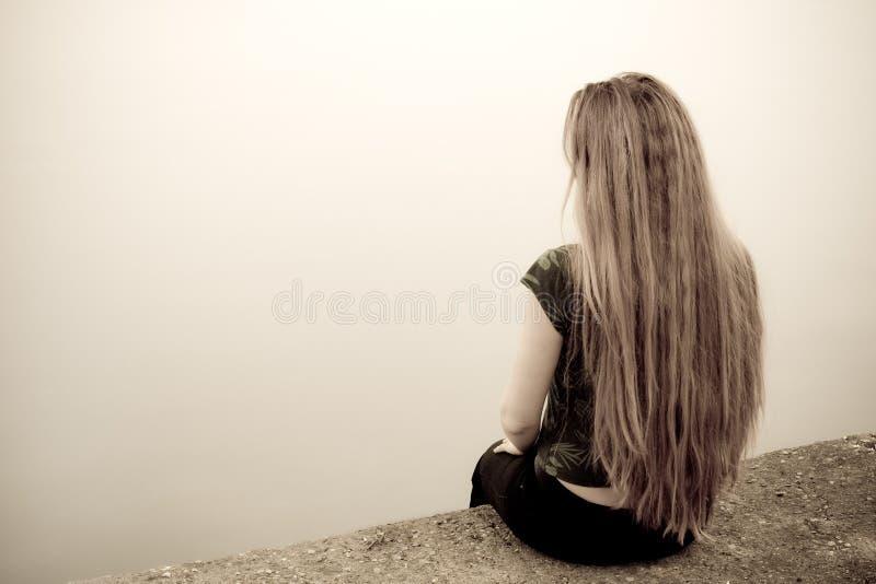 tylnego pojęcia przygnębiona smutna samobójstwa kobieta obrazy stock