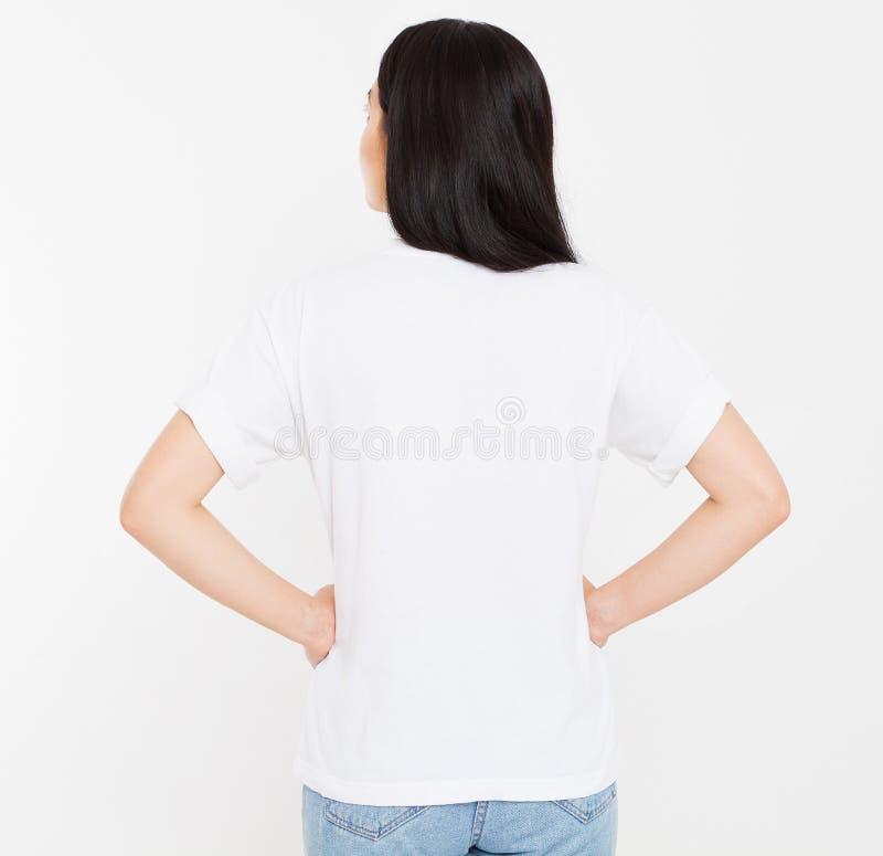 Tylnego widoku młody koreańczyk, azjatykcia brunetki kobieta w pustej białej koszulce, t koszulowy projekt i ludzie pojęć, egzami obraz royalty free