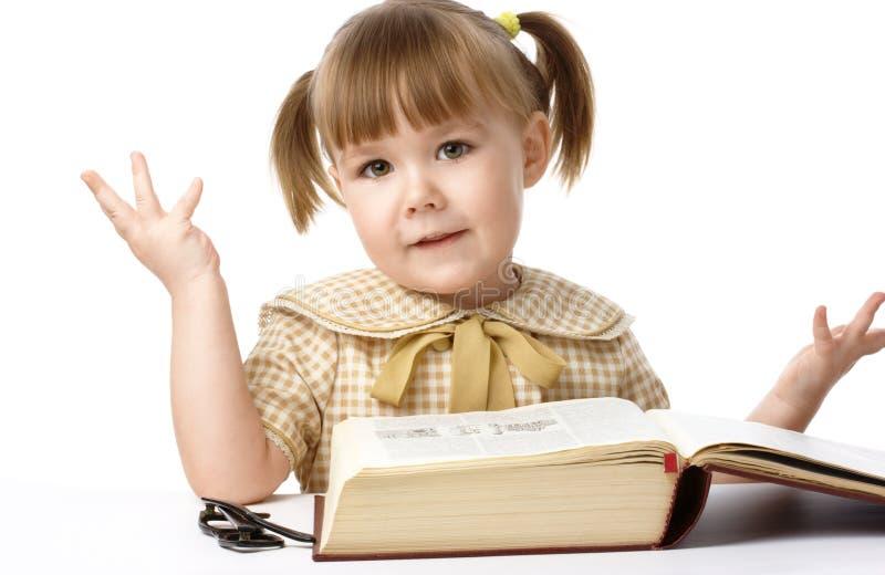 tylnej książkowej dziewczyny szczęśliwa mała szkoła fotografia royalty free