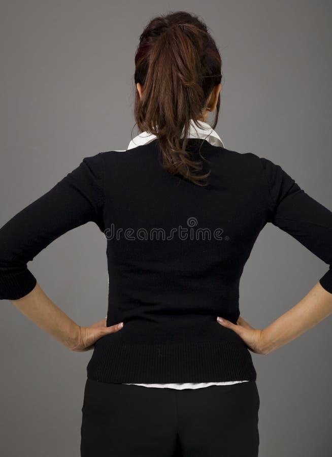 Download Tylni Widok Indiańska Bizneswoman Pozycja Z Jej Rękami Akimbo Zdjęcie Stock - Obraz złożonej z tylko, pulower: 41950684