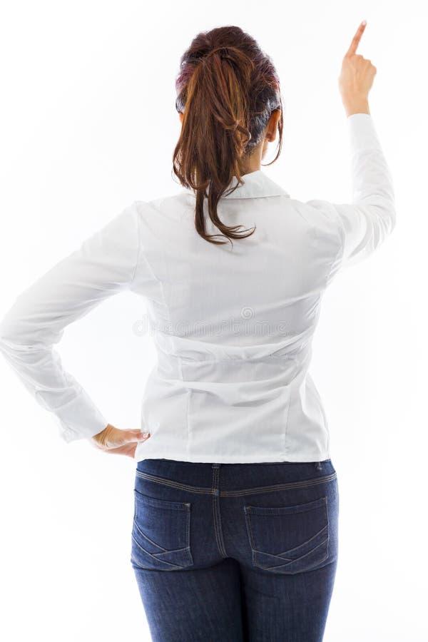 Download Tylni Widok Indiańska Młoda Kobieta Udaje Pracować Na Wirtualnym Ekranie Obraz Stock - Obraz złożonej z studio, subkontynent: 41951323