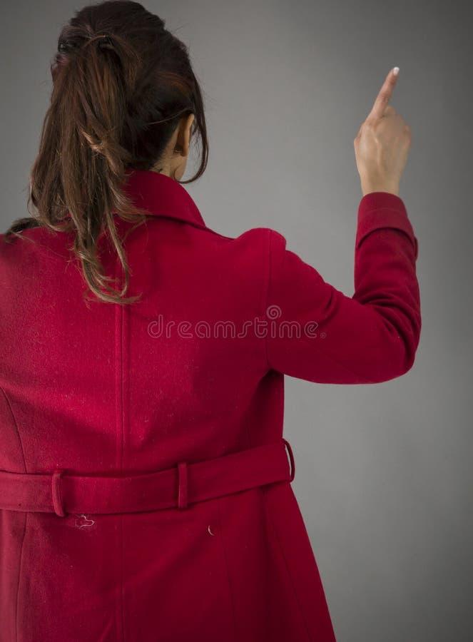 Download Tylni Widok India?ska M?oda Kobieta Udaje Pracowa? Na Dotyka Ekranie Obraz Stock - Obraz złożonej z kolor, tyły: 41950515