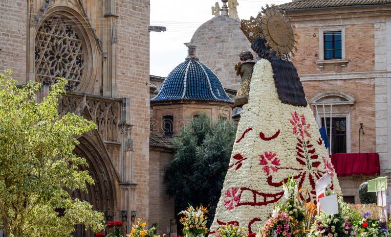 Tylni widok lasów fallas dziewica budował z kwiatami w Walencja obraz royalty free